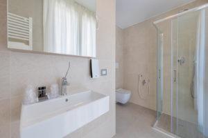 bathroom-hotel-delfino-mestre