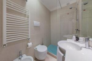 bathroom-delfino-mestre-hotel